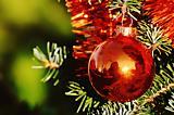 Weihnachtsbaumschmücken